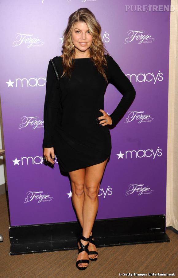 Fergie, audacieuse en petite robe noire.