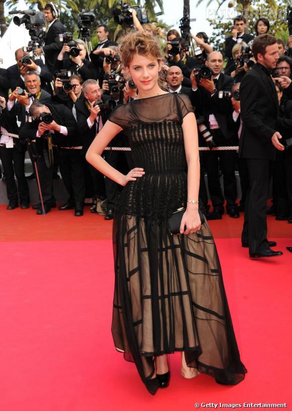 Une robe au glamour racé, sur tapis rouge Mélanie Laurent a une féminité plurielle.