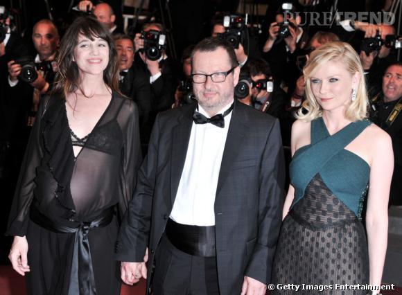 Lars Von Trier entouré de Charlotte Gainsbourg et Kirsten Dunst.