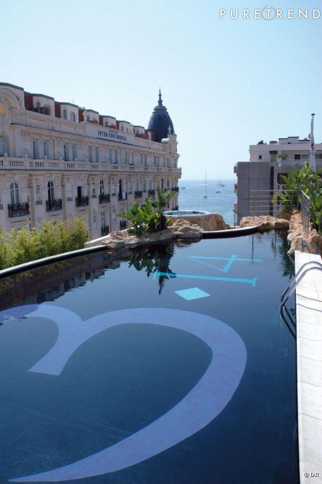 La terrasse du une piscine sur un toit d 39 h tel c 39 est for Piscine vitry le francois