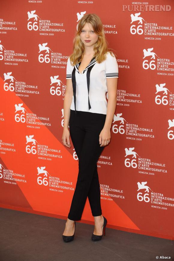 Plus simple lorsqu'elle mise sur l'allure black&white, l'actrice ne perd rien de son charme.
