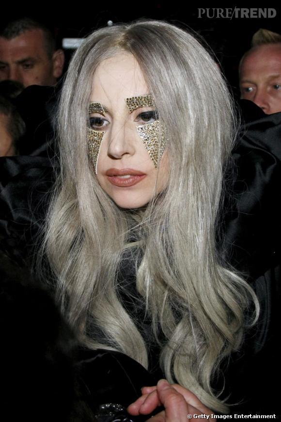 Cheveux gris jaune