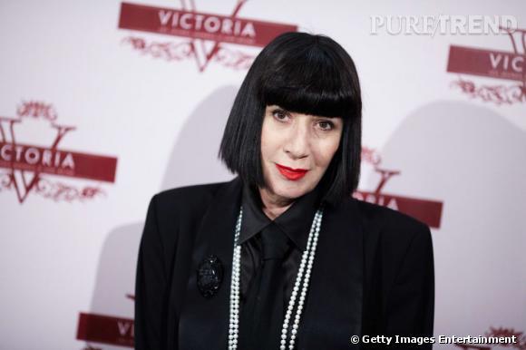 Les secrets de beauté mini prix des stars        Nom :     Chantal Thomass         Son Secret   :    Utiliser la même teinture pour ses cheveux et pour dessiner ses sourcils