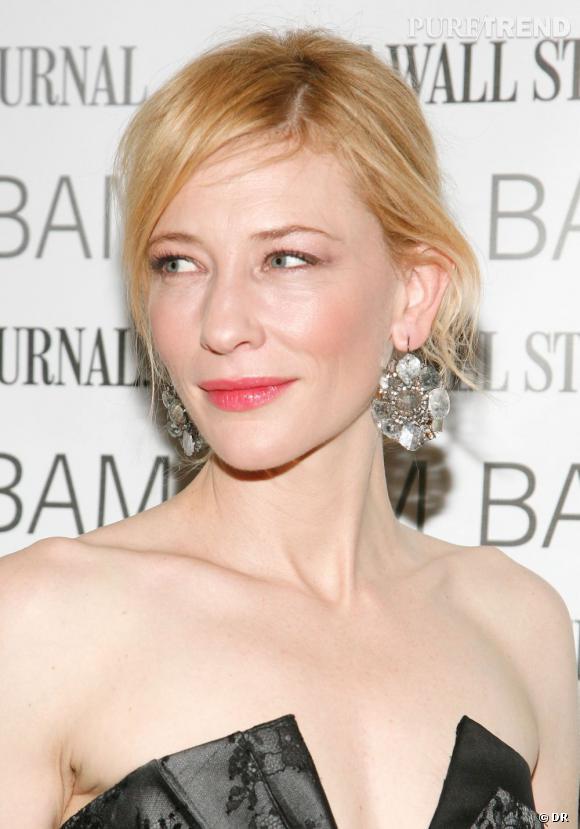 Les secrets de beauté mini prix des stars        Nom :     Cate Blanchett           Son Secret:     Pour un effet lèvres mordues résistant, elle s'applique de la poudre de coquelicot, qu'elle rehausse d'un gloss.