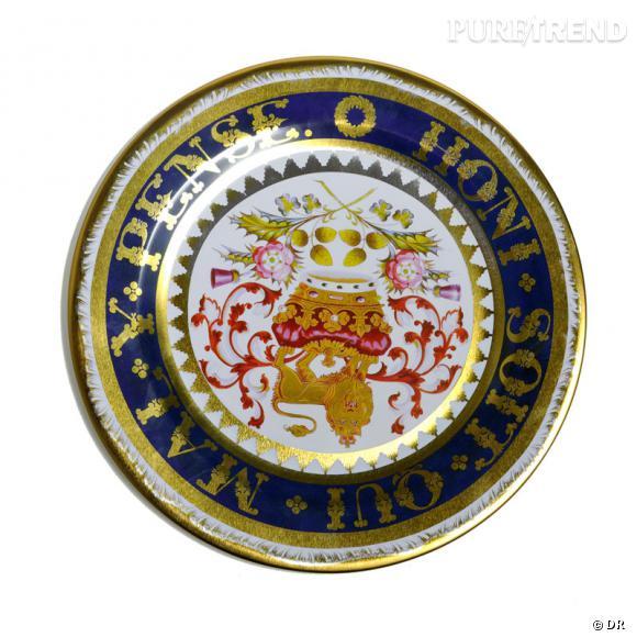 Assiette en étain au décor des services en porcelaine des monarques anglais du XVIIIe et XIXe siècle, Elite Gift boxes.   9 €.