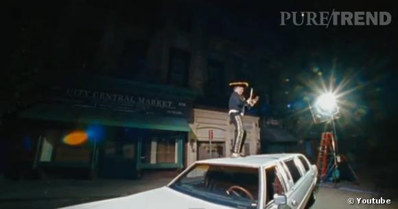 Un Mexicain sur le toit d'une voiture, rien d'étonnant pour un clip des Beastie Boys.