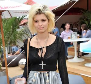 Pixie Geldof renoue avec la féminité