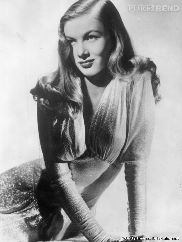 Symbole des années 40, Veronica Lake fait succomber les hommes grâce à sa coiffure emblématique dissimulant un oeil mais aussi grâce à son blond lumineux.