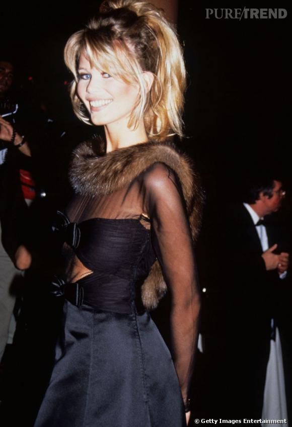 Mannequin phare des 90's, Claudia Schiffer séduit l'objectif avec ses grands yeux bleus et sa crinière blonde comme les blés.