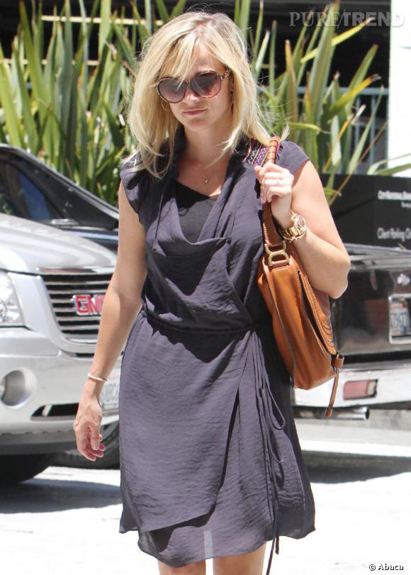 Reese Witherspoon en balade dans les rues de Los Angeles.