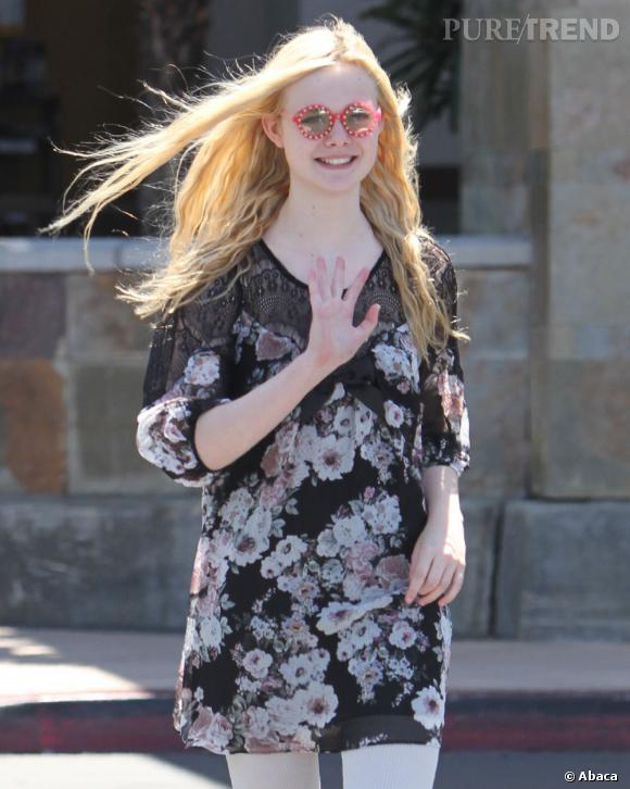 Elle Fanning en balade dans les rues de Los Angeles.