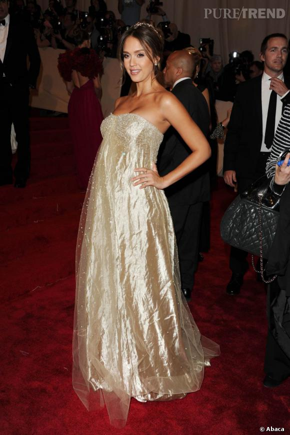 Pour le Met Gala, Ralph Lauren lui concocte une robe digne d'une superstar, tout en camouflant légèrement son ventre.