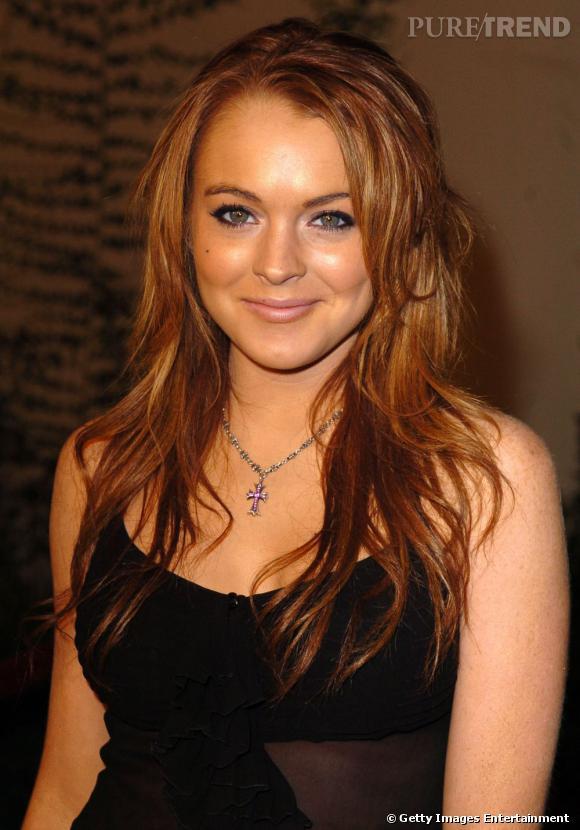 Coiffure visage rond         Oubliée la frange, Lindsay Lohan retourne au roux et dégage son visage. Avec ses cheveux longs et légèrement ondulés, elle se met en valeur sans trop d'efforts.