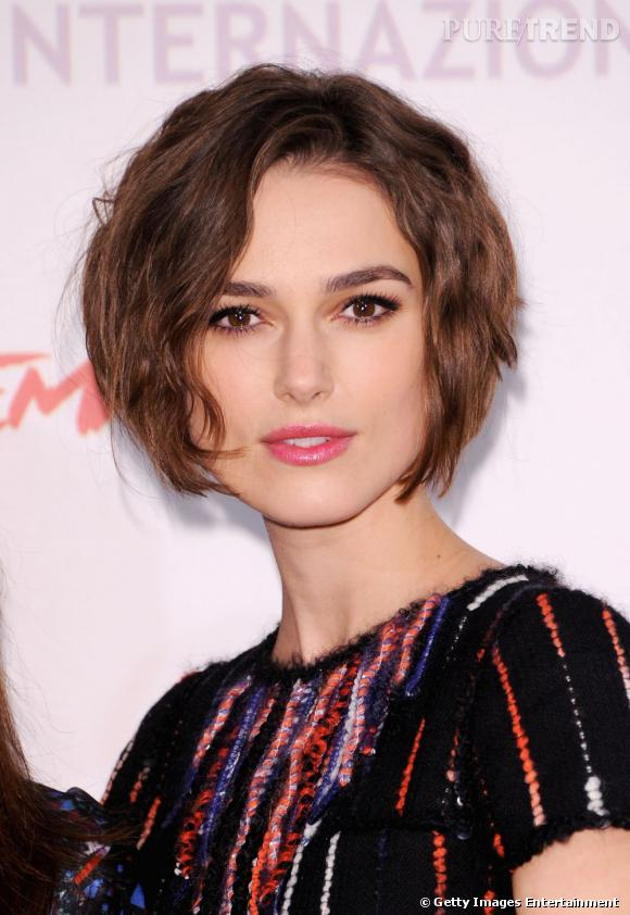 coiffure visage carr keira knightley s 39 est laiss e s duire par un carr court et degrad la. Black Bedroom Furniture Sets. Home Design Ideas