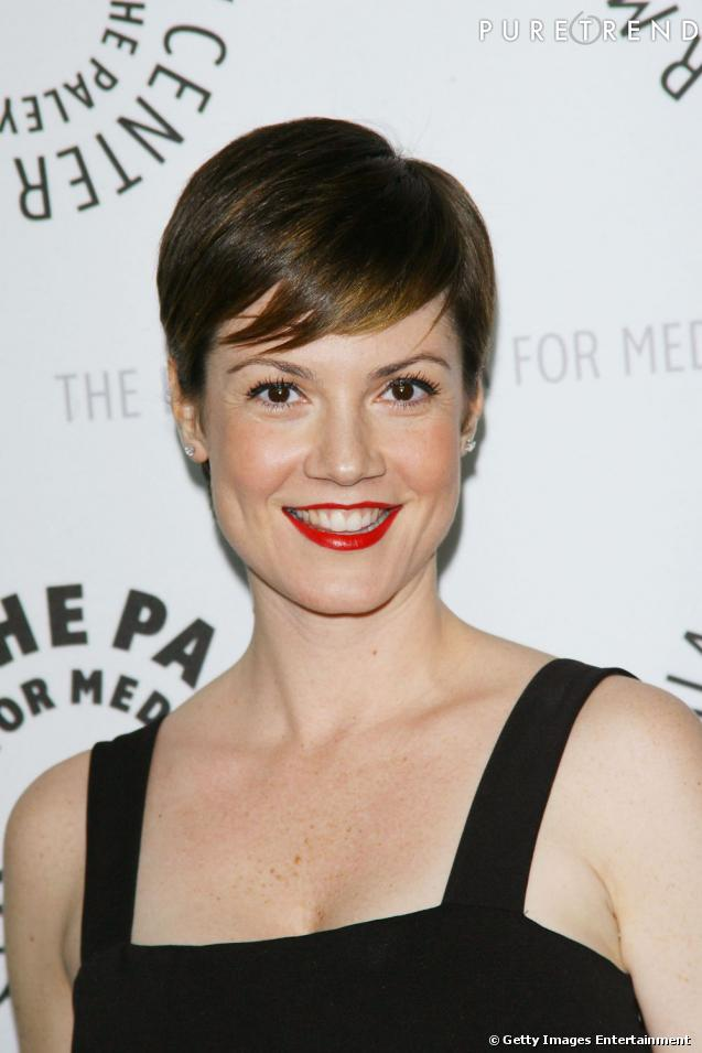 coiffure visage rectangulaire l 39 actrice de dirty sexy money zoe mclellan ose la coupe courte. Black Bedroom Furniture Sets. Home Design Ideas