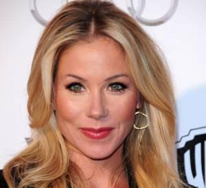 Coiffure visage long Pour équilibrer son visage long, Christina Applegate mise sur une valeur sûre : le long wavy.
