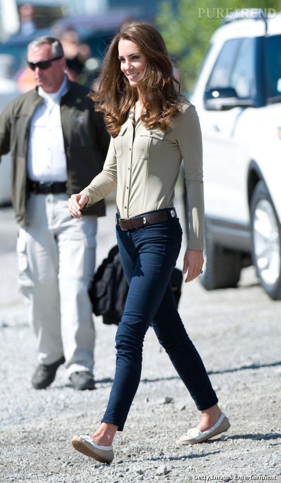 Indispensable n°2   :  Le jean slim  Idéal en toutes circonstances, le jean slim se porte aussi bien avec des talons qu'avec des ballerines. Classe et branché, en somme.