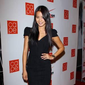 Jamie Chung utilise le pouvoir de la petite robe noire pour séduire en toute simplicité.