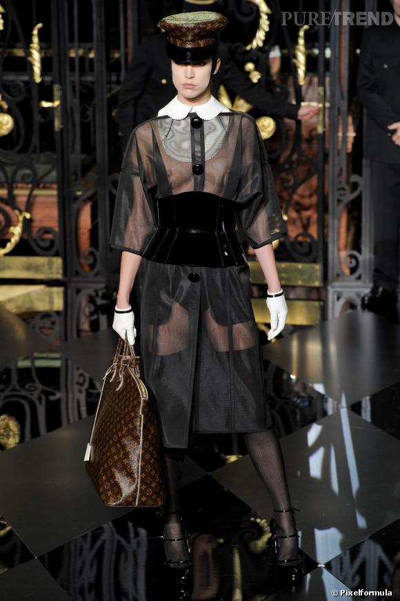 Zoom sur les faux cols !  Défilé Louis Vuitton Automne-Hiver 2011/2012.