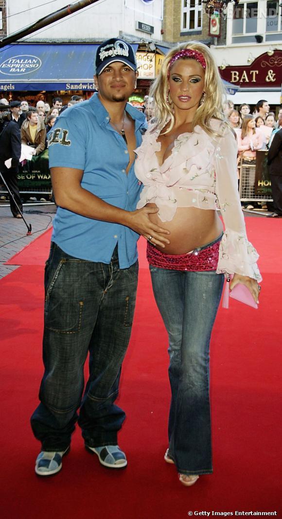 """L'élégance à son summum avec une Katie Price façon Barbie """"enceinte jusqu'au cou""""."""