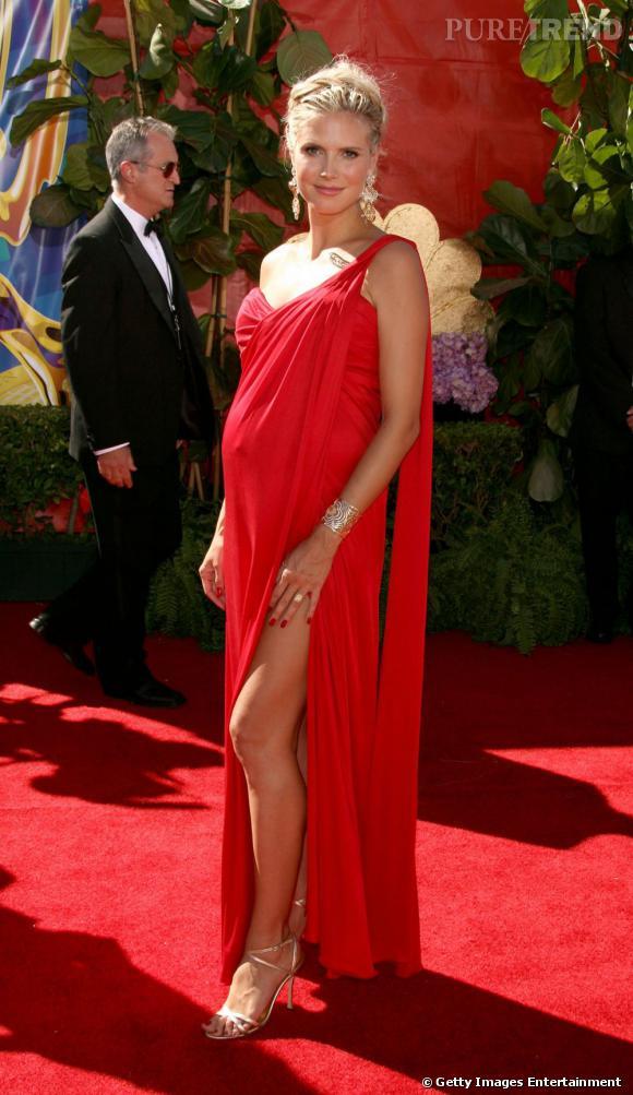 Heidi Klum vestale sexy.