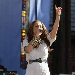 Alicia Keys se trémousse sur scène à 5 mois de grossesse.