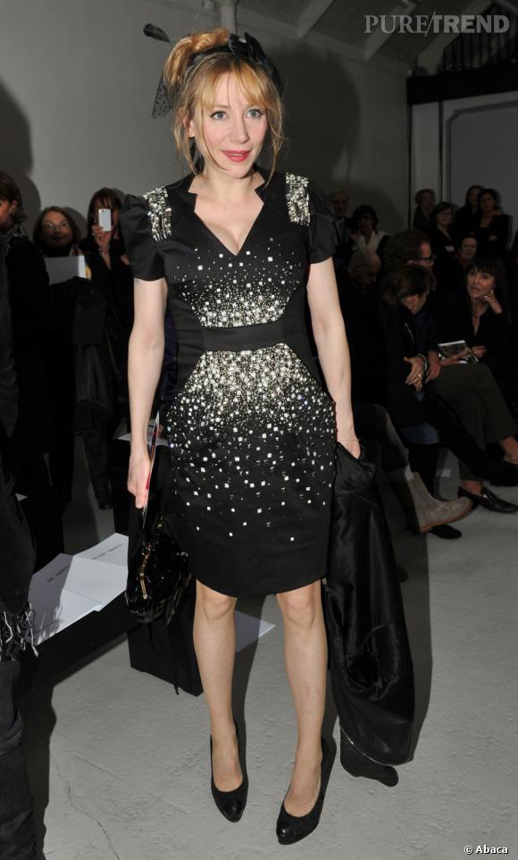 Julie Depardieu en robe des grands soirs.