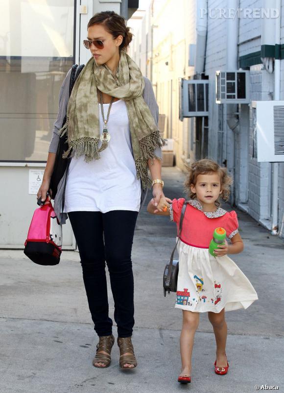 Jessica Alba et sa fille Honor en balade à Los Angeles.