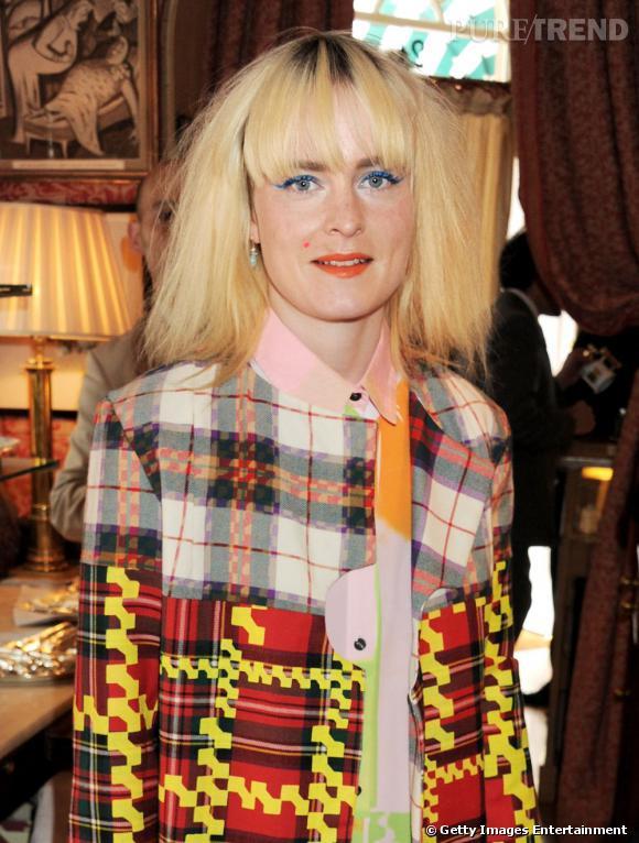 Louise Gray        Son CV :    Diplômée de la Glasgow School of Art in Textile Design (mademoiselle est écossaise), puis de la Central Saint Martins de Londres, Louise se lance avec une première collection Printemps-Été 2010 lors de la Fashion Week de Londres. Elle affiche déjà plusieurs collaborations, notamment avec Cotton USA, Judy Blame, ou Nicholas Kirkwood.       Son style :    Louise Gray est une pro de l'élaboration d'imprimés ou des broderies fun et colorées.           www.louisegraylondon.com