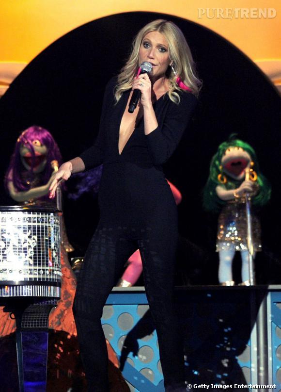 """Dans """"Country Song"""" Gwyneth dévoile ses talents de chanteuse. Elle  récidive en participant à la série musicale """"Glee"""" dans laquelle ses  prestations sont saluées."""
