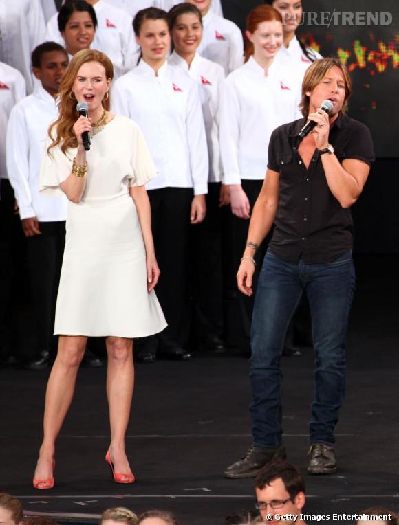 """Si aujourd'hui Nicole se suffit de duos avec son mari le chanteur de country Keith Urban, elle s'est illustrée dans """"Moulin Rouge"""" et s'est même offert un clip avec le très séduisant Robbie Williams."""