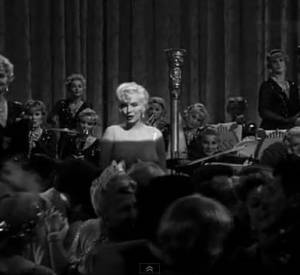 "Marilyn chante ""I wanna be loved by you"" dans ""Certains l'aiment chaud"", sorti en 1959."