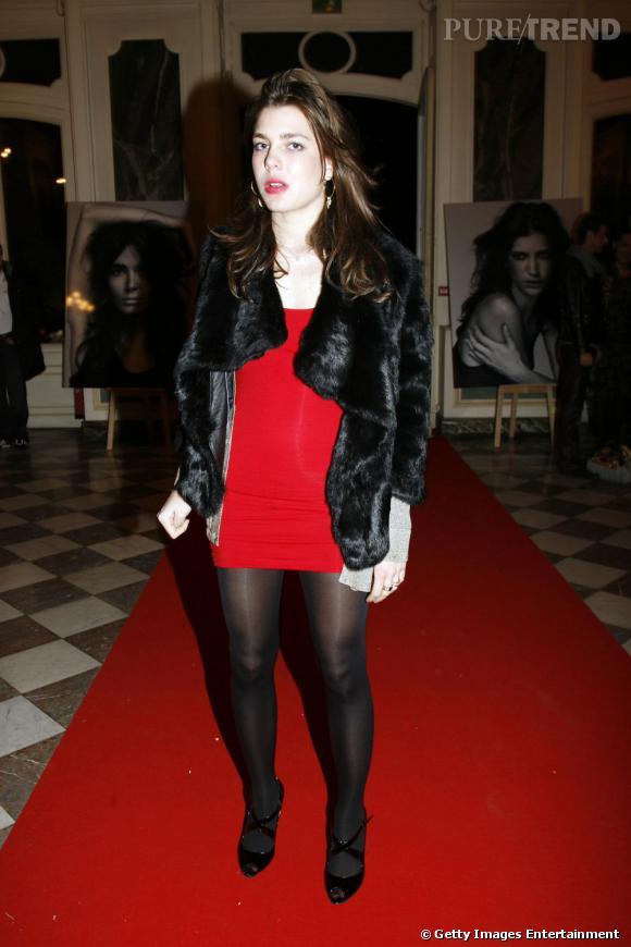 Charlotte Casiraghi mise sur le rouge séduction avec une minirobe audacieuse.