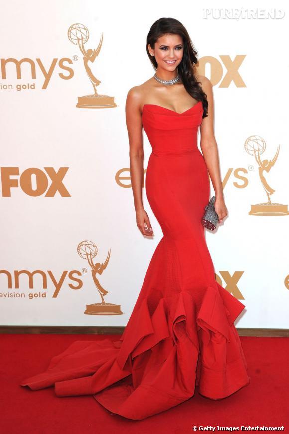 Lors des Emmy Awards, la discrète Nina Dobrev sort le grand jeu en Donna Kara et se fait remarquer.