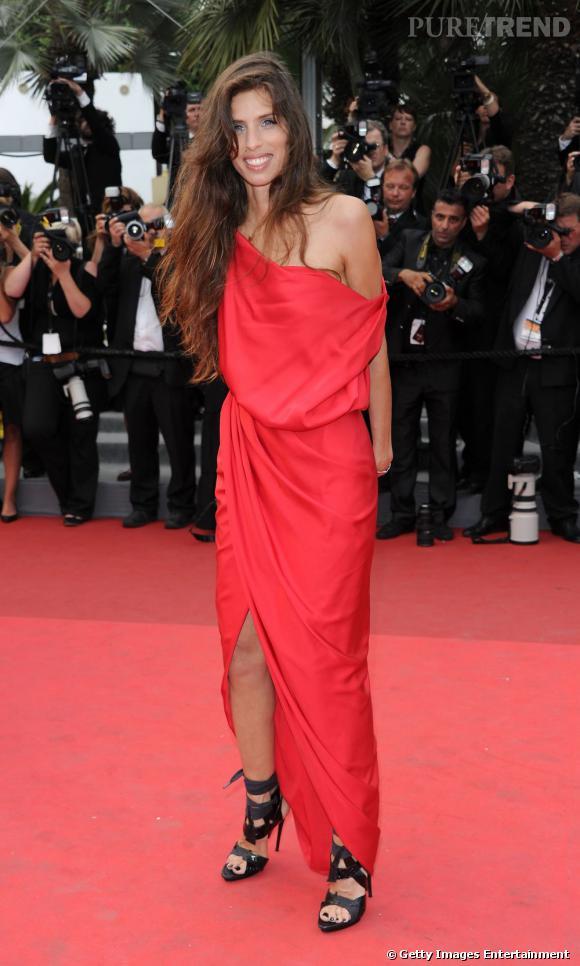 Maïwenn enflamme Cannes dans une robe drapée.