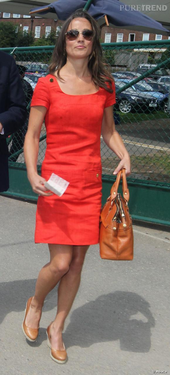 Même Pippa Middleton se met au rouge avec une robe très sage.