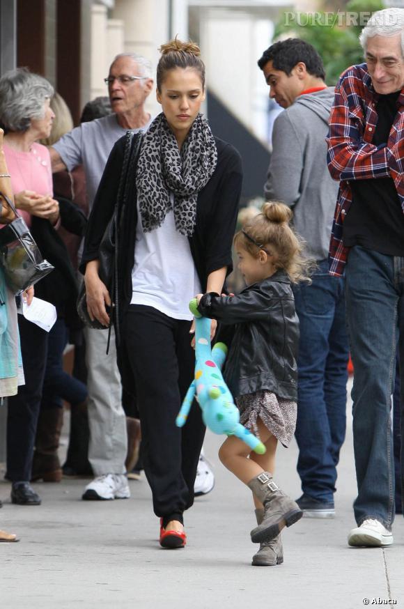 Jessica Alba en balade avec sa fille à Los Angeles.