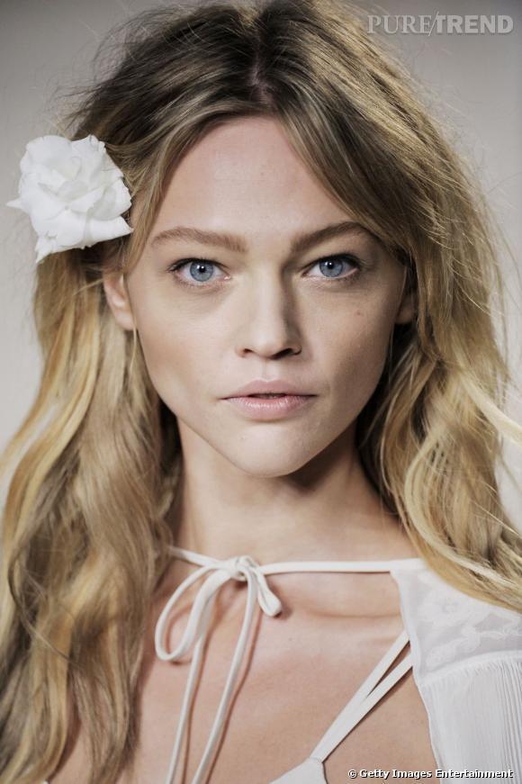 Sasha Pivavorova, camélia blanc dans les cheveux, a tout d'une égérie exemplaire.