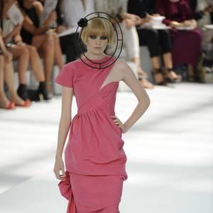 Heidi Mount, nouvelle figure Chanel, teint diaphane et visage de poupée.