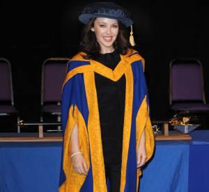 Kylie Minogue jeune diplômée