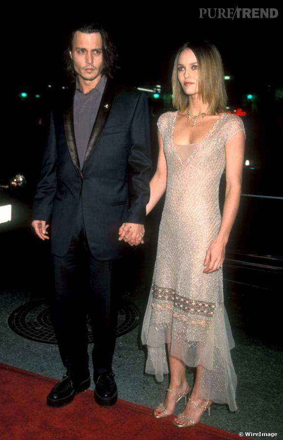 En 1999, c'est la première sortie officielle du couple à Hollywood. Vanessa s'offre un look de sylphide pour l'occasion.