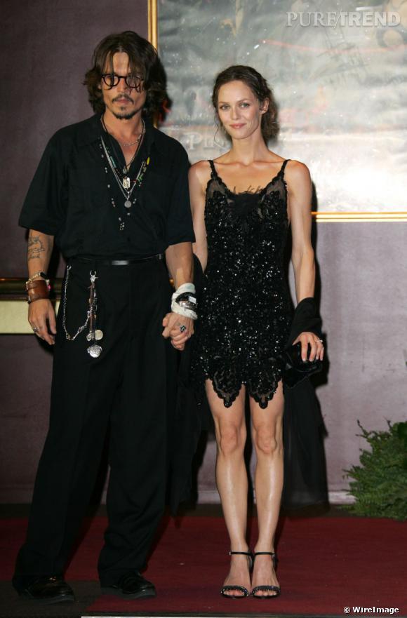 Alors que Johnny arbore un look de pirate des temps modernes, Vanessa est superbe en petite danseuse Charleston.