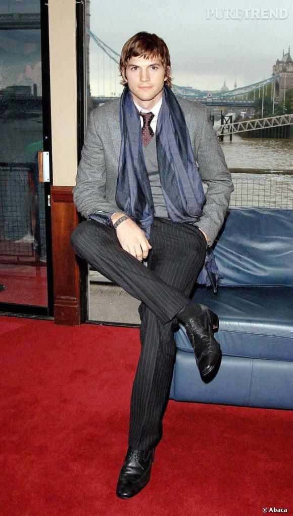 Il est beau, Ashton Kutcher. Oui, mais pas que. Sous ses airs un peu crétins se cache une véritable tête d'ampoule. Le bellâtre a même étudié la biochimie à l'Université.