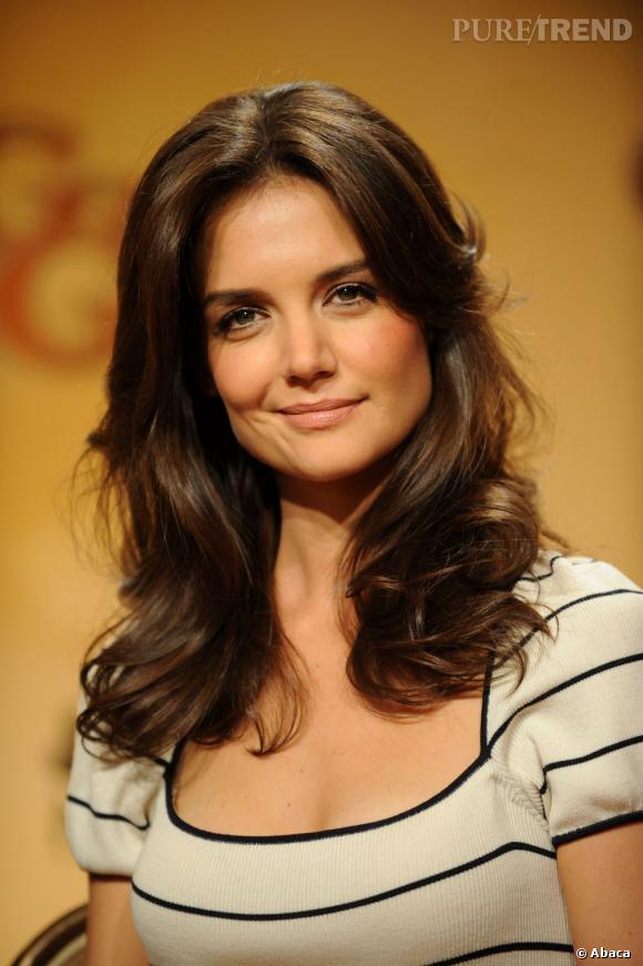 """Katie Holmes a refusé le rôle de Buffy dans la série """"Buffy contre les vampires"""" pour continuer ses études. C'est Sarah Michelle Gellar qui doit être reconnaissante..."""