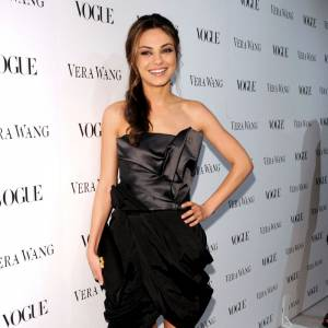 Mila Kunis ne parlait pas Anglais jusqu'à l'âge de 7 ans. Née en Ukraine, la belle parlait Russe. Pratique à Hollywood ?