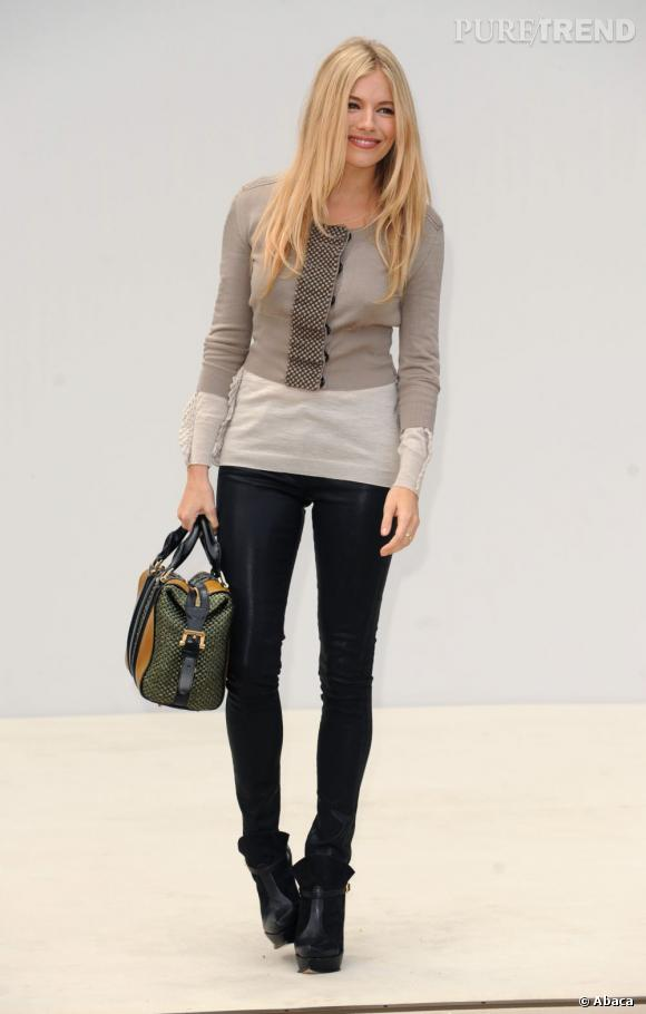 Sienna Miller a son permis américain et anglais. Passionnant n'est-ce pas ?