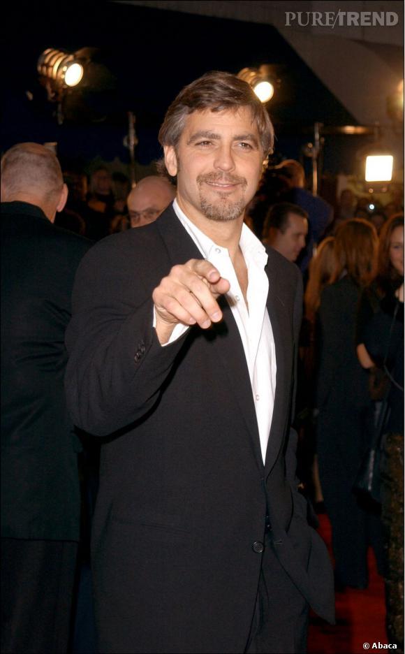 Durant le collège, George Clooney a été victime de la paralysie de Bell. Ainsi, la moitié de son visage ne pouvait plus bouger, et il s'est confié sur les souffrances que les autres ados lui infligeaient. Pauvre Georgie.