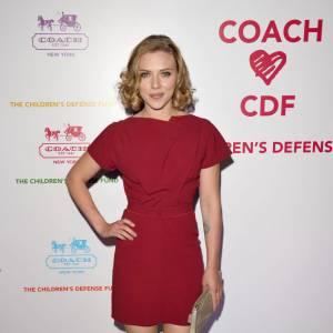 Scarlett Johansson avoue ne pas du tout croire en la monogamie. Elle a ainsi confié aimer avoir plusieurs partenaires et du coup... Elle fait deux tests VIH par an. Pas top.