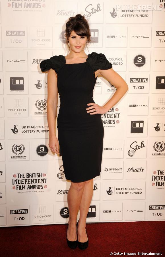 Gemma Arterton est née avec 6 doigts à chaque main.