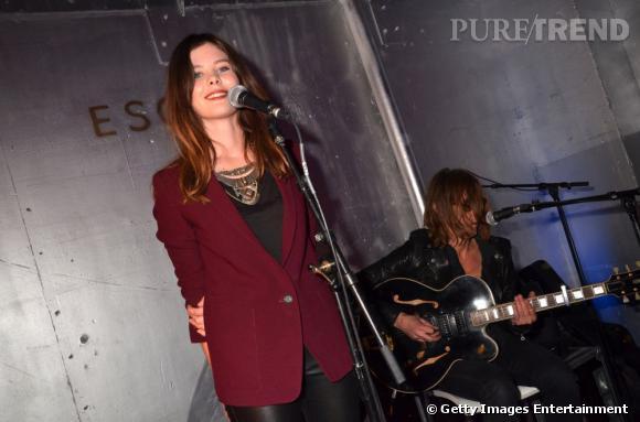 Lou Lesage fait son show lors de la soirée Escada à Paris.